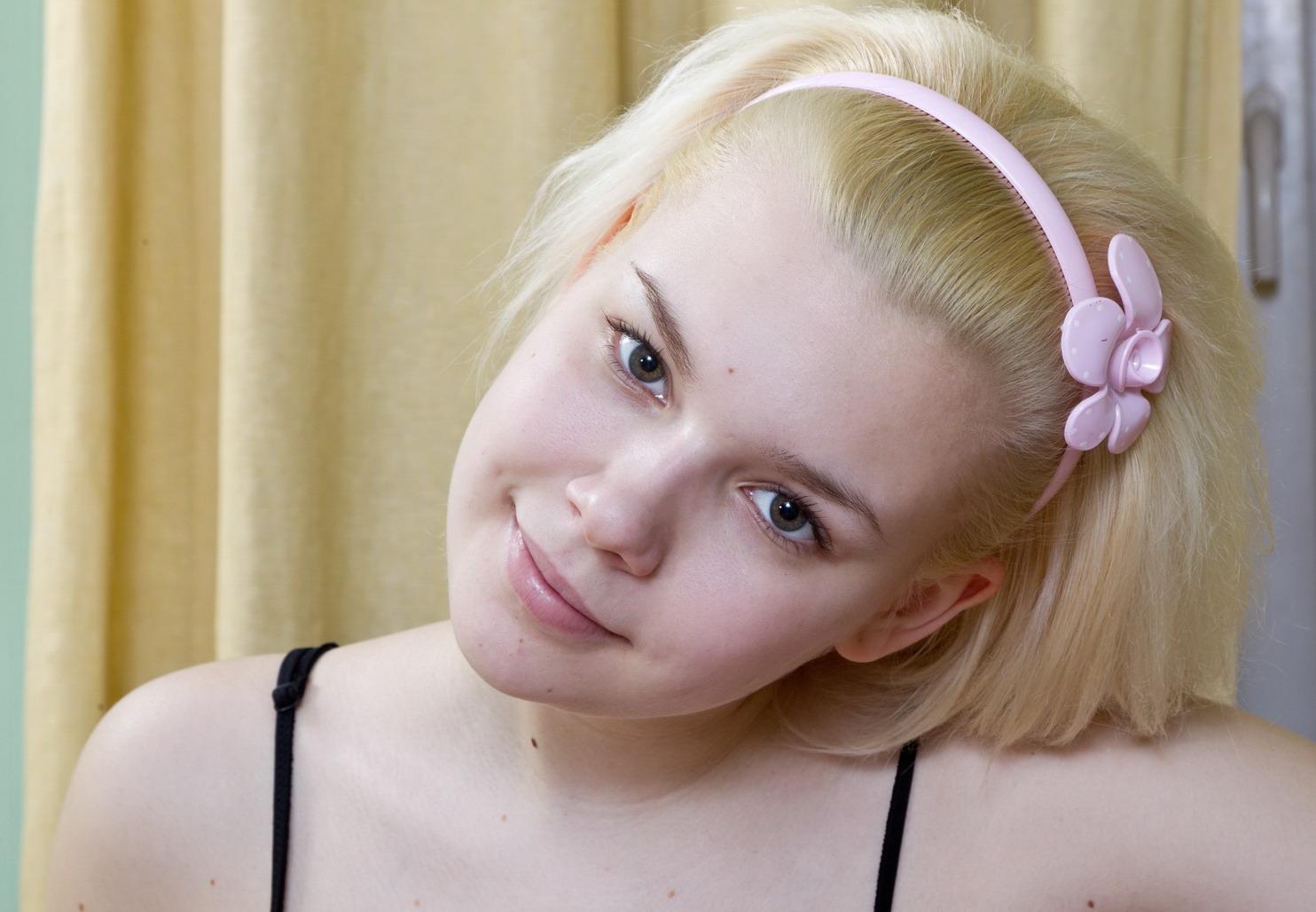 Мокрая пиздушка юной пионерки 15 фото эротики  Эротика